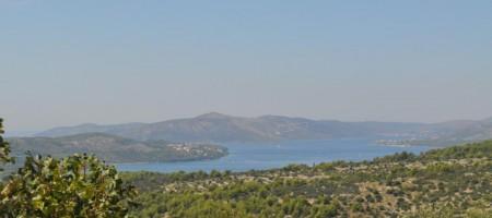Trogir, terrain constructible avec magnifique vue mer