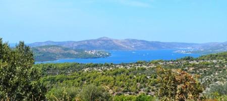 Trogir, au sommet de l' île de Ciovo terrain a vendre