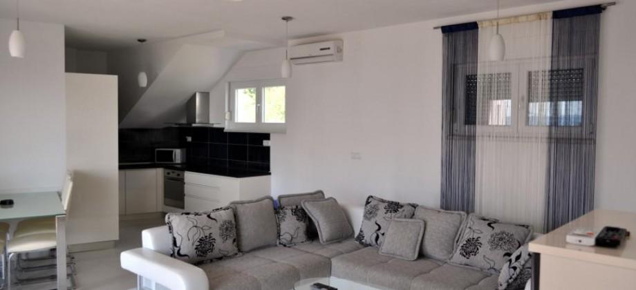 Trogir, Okrug Gornji a vendre appartement 3 chambres, vue mer!