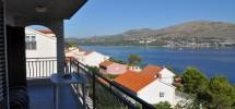 Trogir, île de Ciovo à vendre maison jumelée  avec 7 appartements, 120 m de la plage!