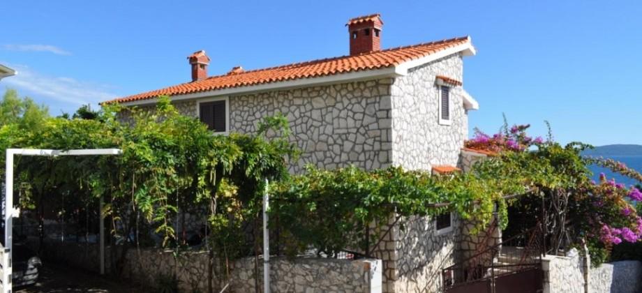 Trogir, Ile de Čiovo  à  vendre villa en pierre de taille pieds dans l'eau!