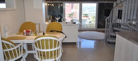 A vendre appartement duplex, vue mer, garage!