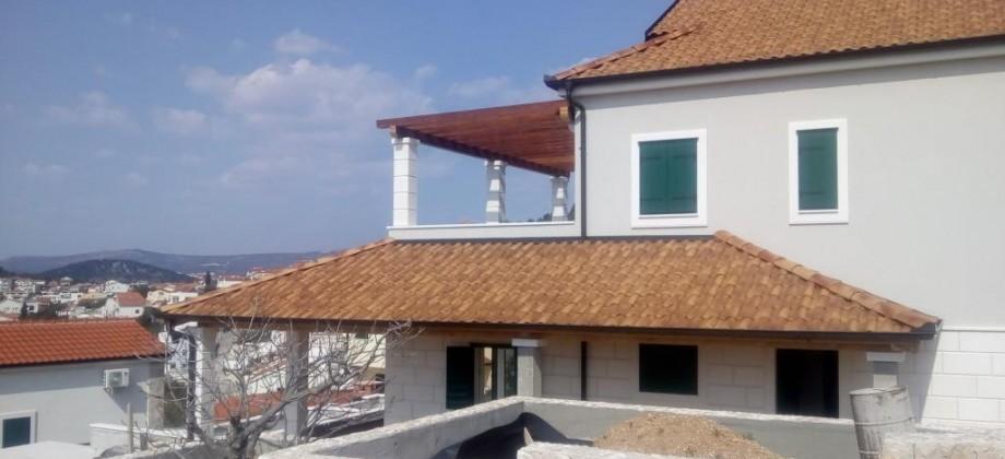 Maison de style dalmate avec piscine