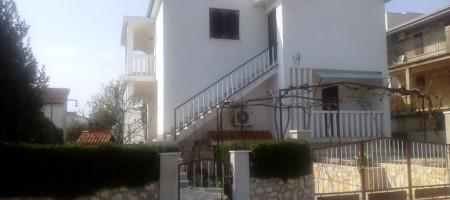 Rogoznica, maison à vendre 2ème ligne de la mer