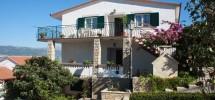 Trogir, l'île de Ciovo à vendre maison avec des appartements, garage, équipé, vue mer