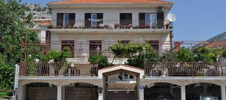 Trogir Seget à vendre maison avec des appartements et local commercial
