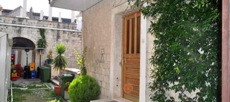 Trogir, top emplacement! Maison en pierre pres du centre ville de Trogir