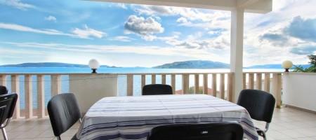 Trogir Ile de Čiovo, maison avec des appartements, 60 m de la mer, magnifique vue mer!