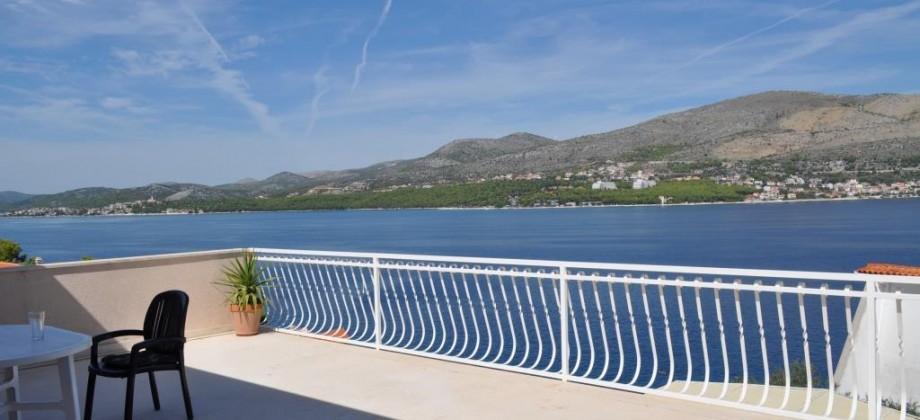 Offre exclusive! Okrug Donji, île de Ciovo. Maison a vendre 70 m de la mer, vue mer magnifique