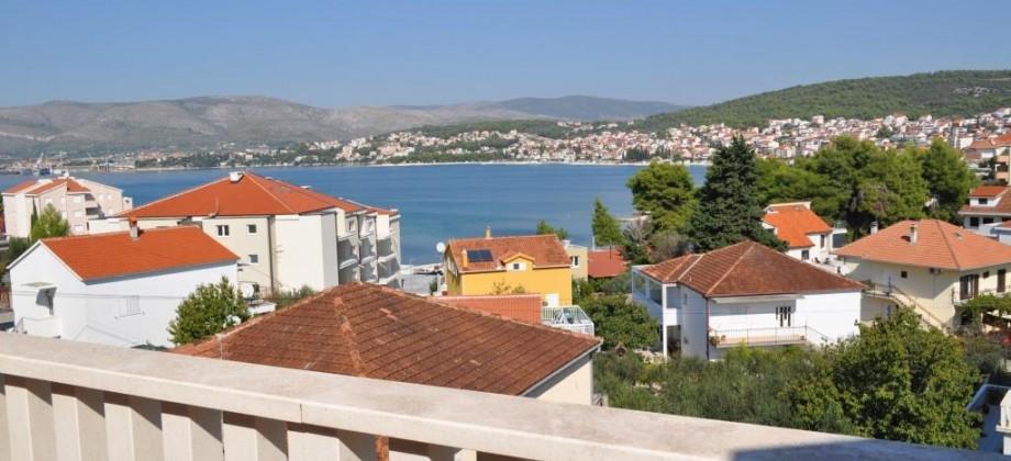 A vendre appartement avec trois chambres, terrasse avec vue mer