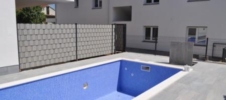 Okrug Gornji, à vendre les appartements avec deux chambres !