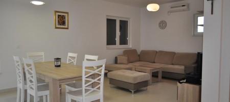 Confortable appartement avec deux chambres, 150 m de la plage