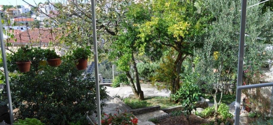 A vendre charmante maison avec jardin et vue mer