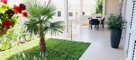 Trogir, Okrug Gornji à vendre maison avec des appartements