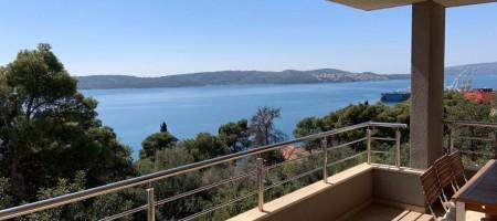 Trogir, appartement de trois chambres avec vue sur la mer