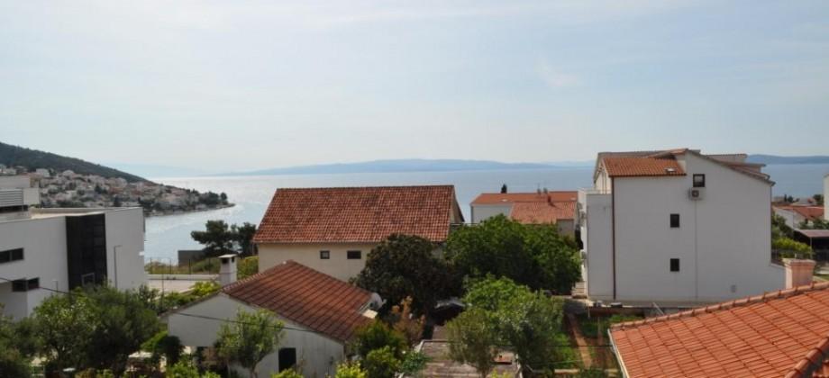 Île de Ciovo, à vendre appartement avec deux chambres, magnifique vue mer!