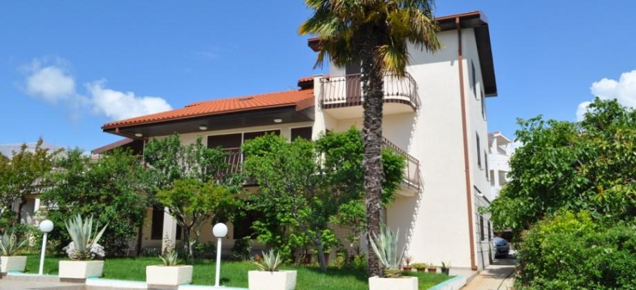 Belle villa avec piscine sur un terrain de 1200 m²