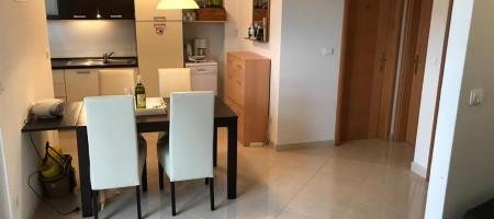 Appartement deux pièces, garage, 130 m de la plage principlae d Okrug