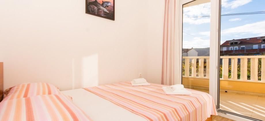 Prix réduit! Maison avec deux appartements près de Marina, Trogir