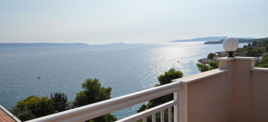 Côté sud de l'île de Ciovo, a vendre maison avec des appartements 70 m de la mer