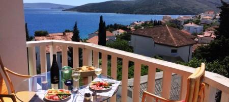 Seget Vranjica, prix reduit, appartement avec trois chambres magnifique vue mer