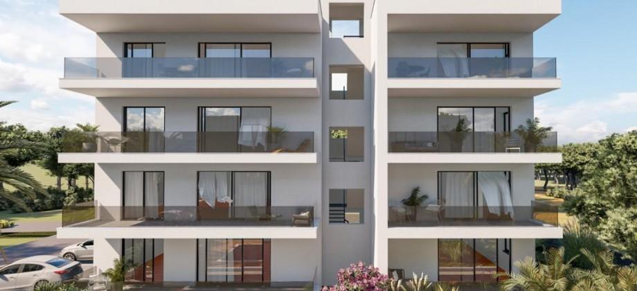 Appartement penthouse de luxe avec trois chambres, terrasse privée sur le toit offrant vue mer !