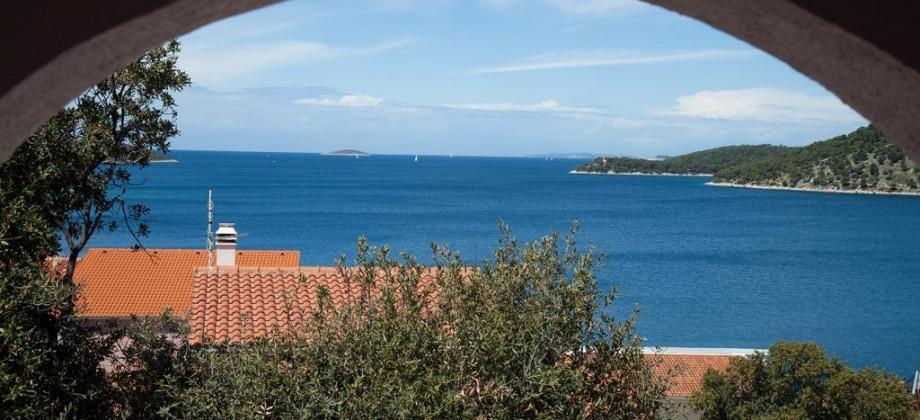 Maison individuelle à vendre près de Rogoznica, magnifique vue mer !