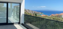 Okrug Gornji, spacieux appartement de trois chambres avec vue sur la mer à vendre